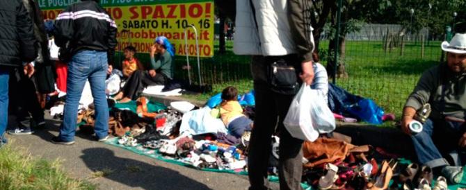 """Ostia, da Casapound """"no"""" al degrado: «Via le bancarelle abusive dei rom»"""