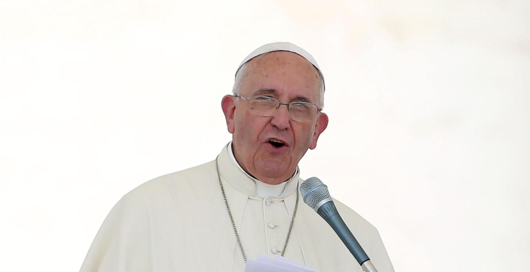 Il Papa contro i poteri forti: «Per salvare le banche hanno pagato i popoli»