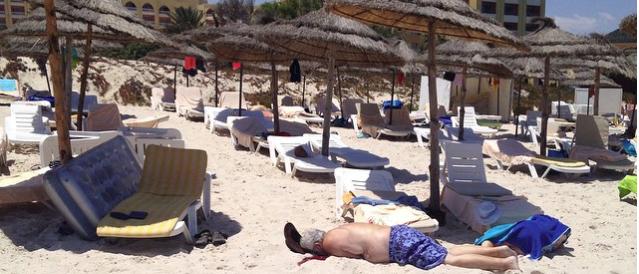 Attentato in un hotel in Tunisia frequentato da italiani: almeno 27 morti