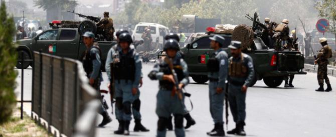 Afghanistan, attentato al Parlamento. L'esplosione in diretta tv (video)