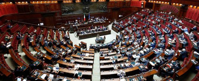Italicum, approvata la mozione della maggioranza. Ma è bagarre nel Pd