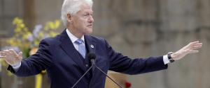 Bill Clinton si fa dare 500mila dollari a discorso «per pagare le bollette»