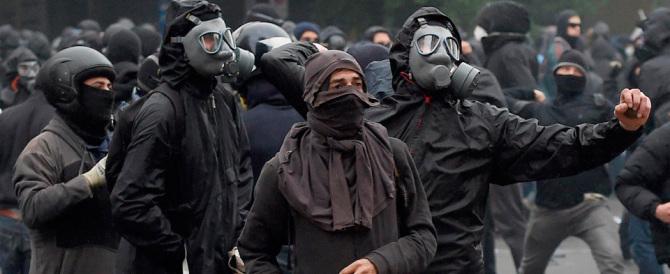 Black bloc scatenati a Decimomannu: 12 feriti tra le forze dell'ordine