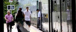 Romeno prende a martellate sulla testa una ragazza per rapinarla in treno