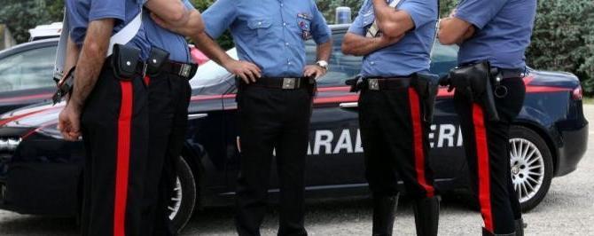 Catanzaro, carabinieri aggrediti dai rom. Il sindaco: «Bonificare la città»