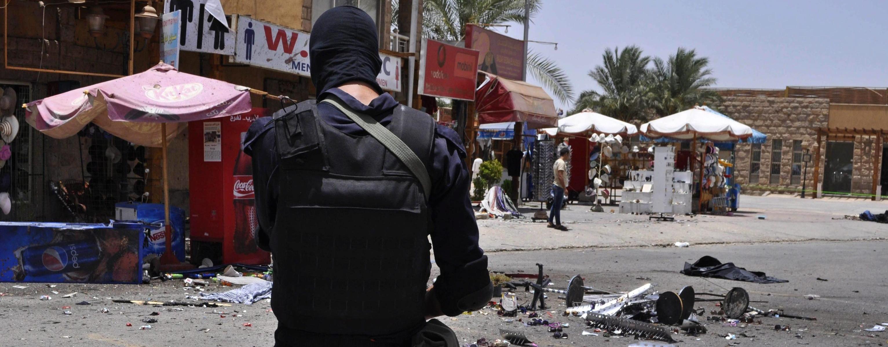 La polizia egiziana sul luogo dell'attentato