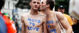 """Eurogay: il parlamento di Strasburgo impone le """"famiglie omosessuali"""""""