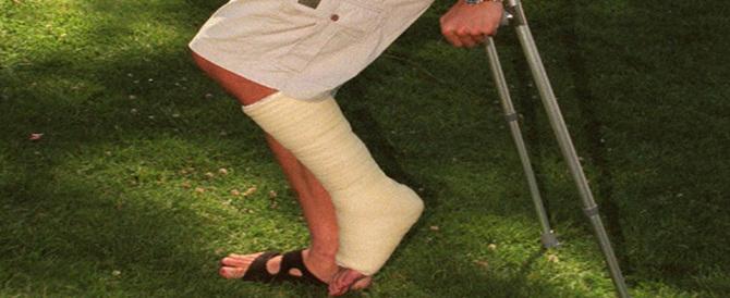 Anziano operato alla gamba sbagliata, infuriati i familiari del paziente