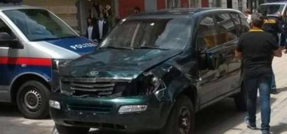 Austria, uomo si lancia con suv sulla folla: 3 morti e 34 feriti