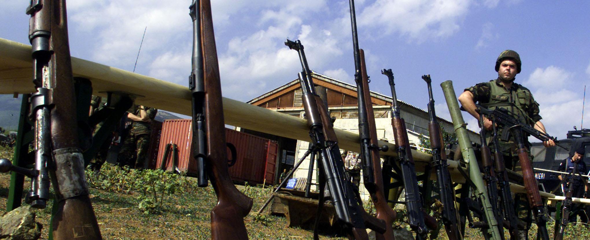 Armi kosovare consegnate agli italiani
