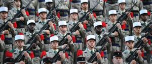 Sempre più italiani nella Legione straniera per fuggire dalla crisi (video)