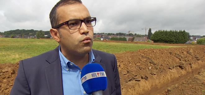 Il deputato socialista che ha fatto scavare il fossato anti-nomadi