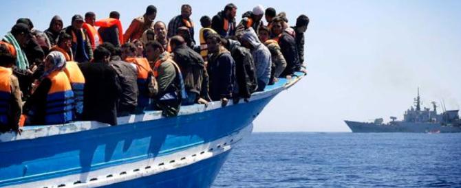 Migranti, una nave inglese ce ne porta altri 900. Salvini: la Ue ci prende in giro