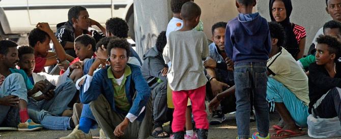 """Migranti, l'idea """"geniale"""" dei compagni di Sel: mettiamoli nelle sedi di partito"""