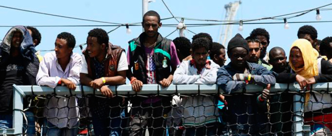 Dateci un po' di soldi e i migranti ce li teniamo. Ecco il piano B di Renzi