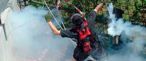 No Tav, petardi e bombe carta contro la polizia a Chiomonte. Tre arresti