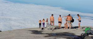 Trema la montagna sacra in Malaysia. Gli indigeni: «Colpa dei nudisti»