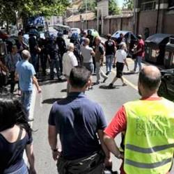 Caos roma barricate a porta portese a favore di marino - Porta portese auto usate roma privati ...