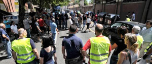 Caos Roma, barricate a Porta Portese: a favore di Marino non c'è più nessuno