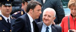 """""""Fiumi di soldi se votate Sì"""": il caso De Luca finisce in procura"""