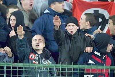 Saluto romano in curva: 2 mesi di reclusione a due tifosi della Juve