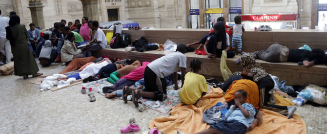 Migranti a Roma, altri cinque casi di scabbia. Protestano gli agenti