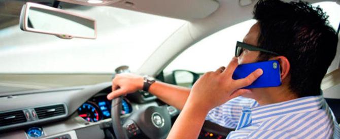 Francia all'avanguardia: se sei alla guida non puoi usare il telefonino