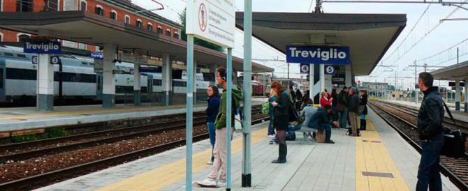 Bergamo, stranieri aggrediscono una capotreno e picchiano un passeggero