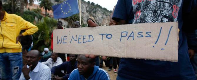 La Francia chiude la frontiera e a Ventimiglia finisce a manganellate