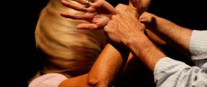 Gelosa, accoltella il compagno: ricoverato con un polmone lesionato