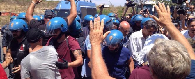 Immigrati, carica della Polizia a Roma. CasaPound: da qui non ci muoviamo