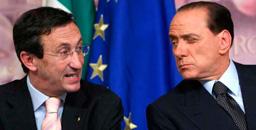 «Che fai, mi inviti?»: Fini pronto a prendere un caffè con Berlusconi