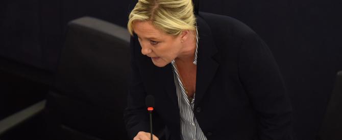 """Le Pen contro Sarkozy e Hollande: """"Migranti colpa dei loro errori in Libia, Irak e Siria"""""""