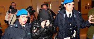 Sfregiato con l'acido, Martina resta in carcere: è ancora «pericolosa»