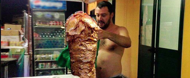 Dopo i gattini i kebab: nuova campagna demenziale contro Salvini