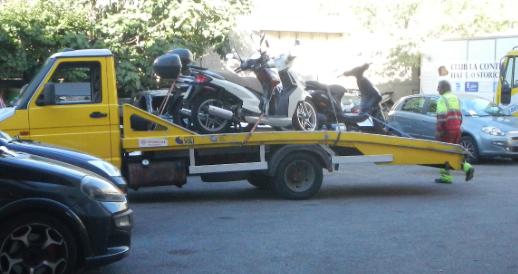 Dopo il furto, la beffa: a Roma c'è anche la stangata sullo scooter rubato