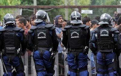 L'Ungheria tira dritto: il Parlamento dice sì al muro anti-immigrati