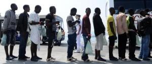 Immigrati: «Non c'è emergenza». Per il Viminale se la sono sognata i prefetti