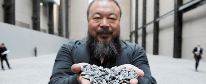 Il dissidente cinese non piace a Londra: negato il visto all'artista Ai Weiwei