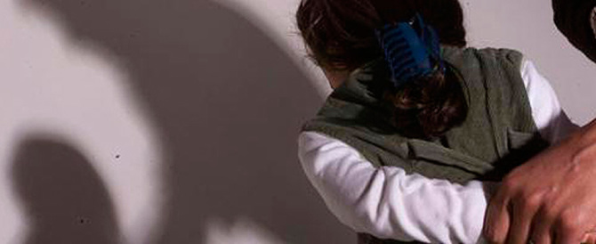 Roma, molesta bambina di dieci anni sul bus e poi picchia la madre