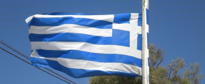 Il Fmi vuole strangolare i greci: «Dovete indebitarvi per 50 miliardi»