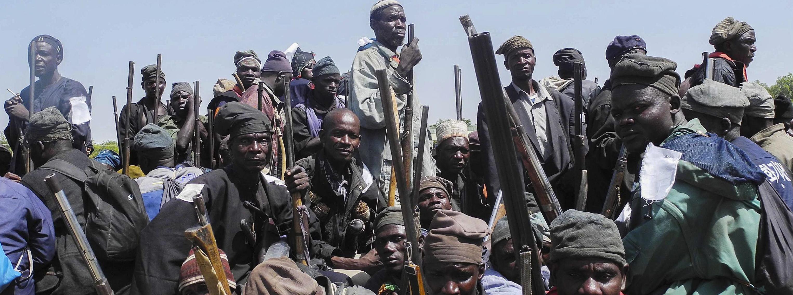 Miliziani volontari anti-Boko Haram in Nigeria