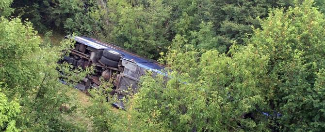 Pordenone, bus nella scarpata: cinque bambini feriti, tragedia sfiorata