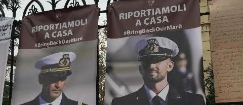 Marò, l'India beffa l'arbitrato: Latorre in Italia per 5 mesi. Ma Girone resta