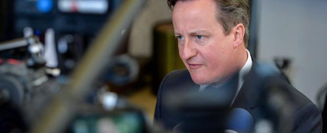 Cameron chiude la Gran Bretagna: «Entri solo chi ha un lavoro»