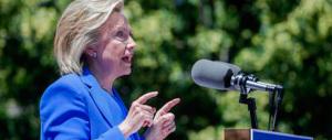 Hillary Clinton scivola: «Ammiro la Merkel per come ha gestito i profughi»