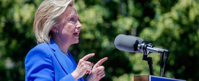 Hillary lancia le sue promesse elettorali strizzando l'occhio alla classe media