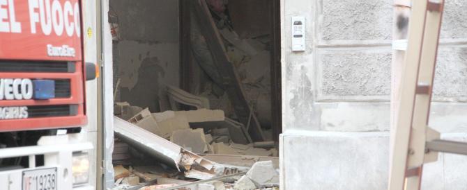 Paura a Roma, esplosione e crollo di una palazzina a La Rustica: 4 feriti