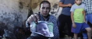 Cisgiordania, coloni incendiano casa palestinese: muore bimbo di 18 mesi