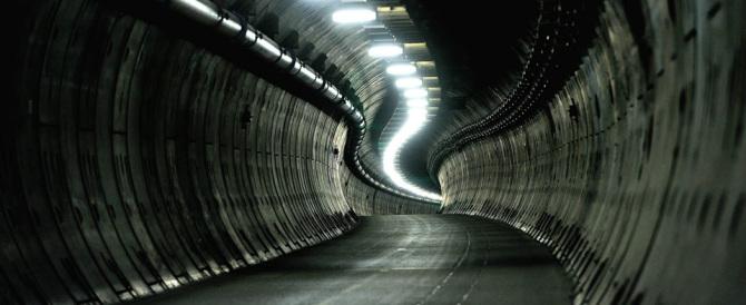 Assalto di migranti al tunnel della Manica: a Calais situazione esplosiva